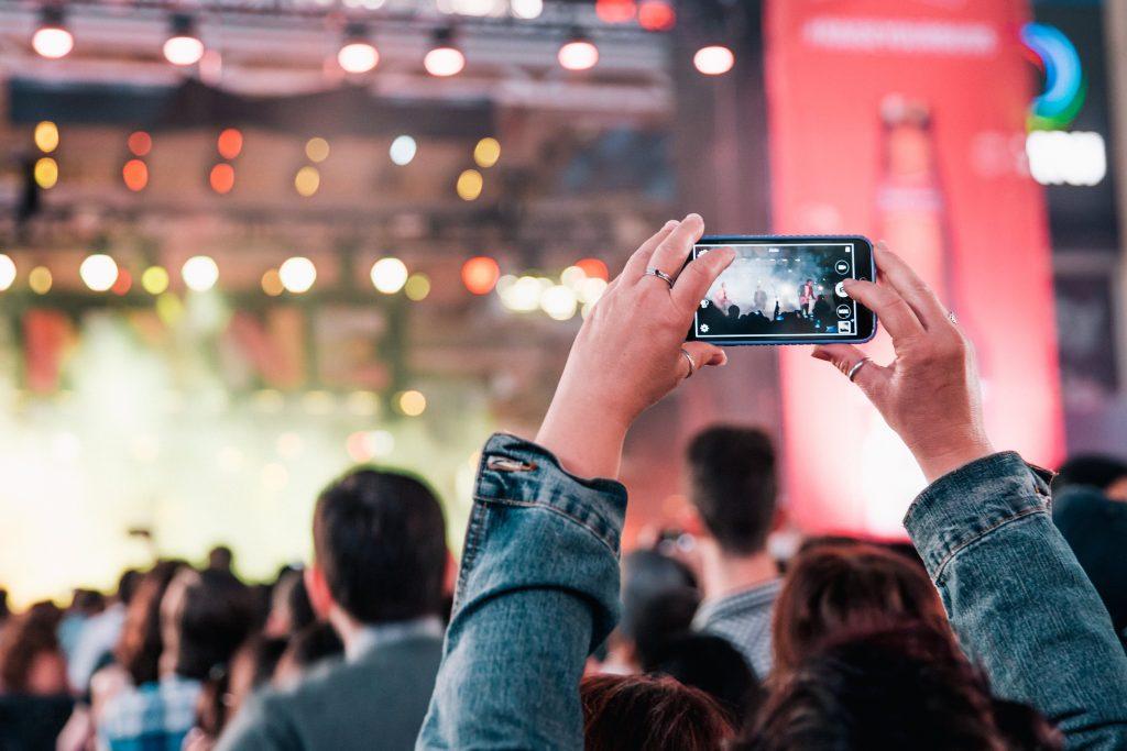 Công nghệ Audio Zoom trên điện thoại di đông cho phép zoom vào chủ thể phát ra âm thanh